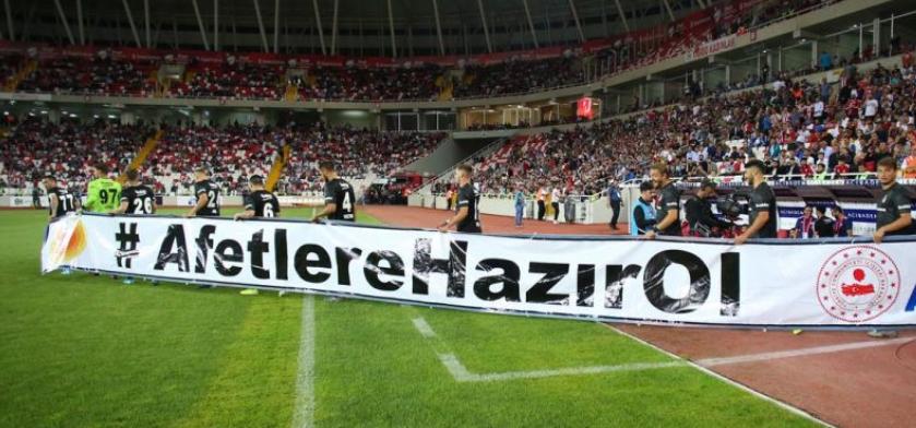 """""""Acaba Beşiktaş'ın çıkışı geçmişte olduğu gibi radikal bir gençlik devriminde mi?"""""""