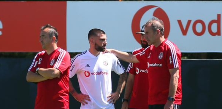 """Beşiktaş'ta Rebocho krizi: """"Hocam onu oynatma!"""""""