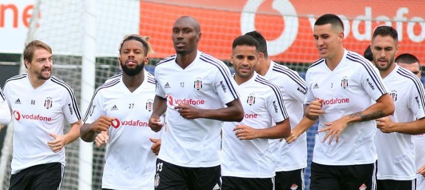 Beşiktaş'ta stopere sürpriz isim!