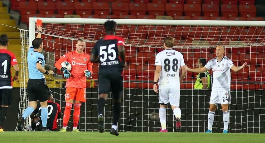 Beşiktaş'ta kim stoper oynayacak?