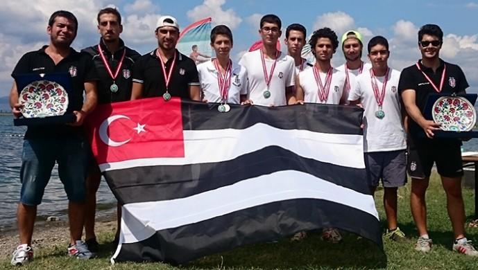 Beşiktaş'ın kürek takımı yılı 12 şampiyonlukla kapattı