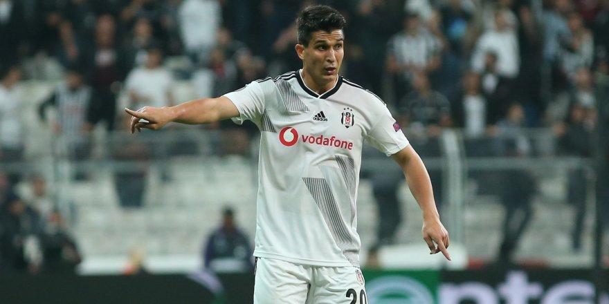 Beşiktaş, Necip Uysal ile 3 yıllık yeni sözleşme imzaladı.