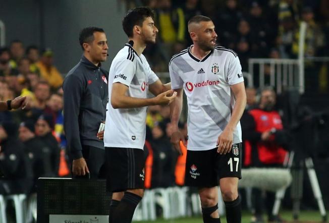 """Fenerbahçe - Beşiktaş derbisinde dikkat çeken Cüneyt Çakır - Alper Ulusoy diyaloğu: """"Abi niye kart vermedin?"""""""