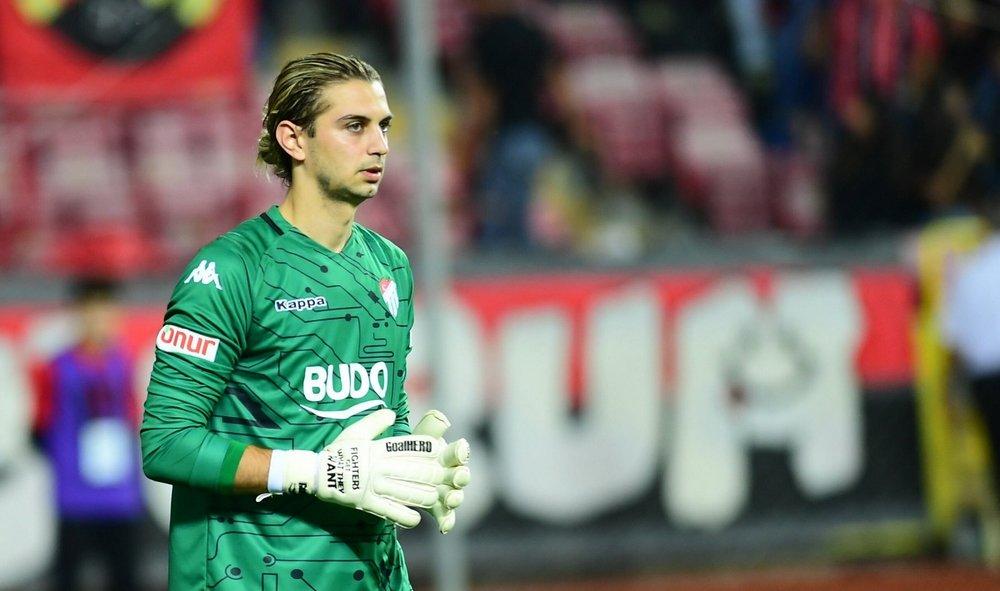 İsmi, daha önce Beşiktaş ile anılan Çağlar Şahin Akbaba, Bursaspor'dan ayrıldığını duyurdu
