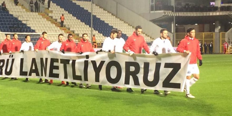 Beşiktaş ve Kasımpaşa sahaya bu pankartla çıktı