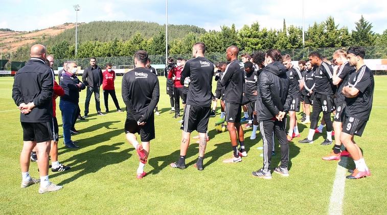 Ahmet Nur Çebi, futbol takımıyla buluştu