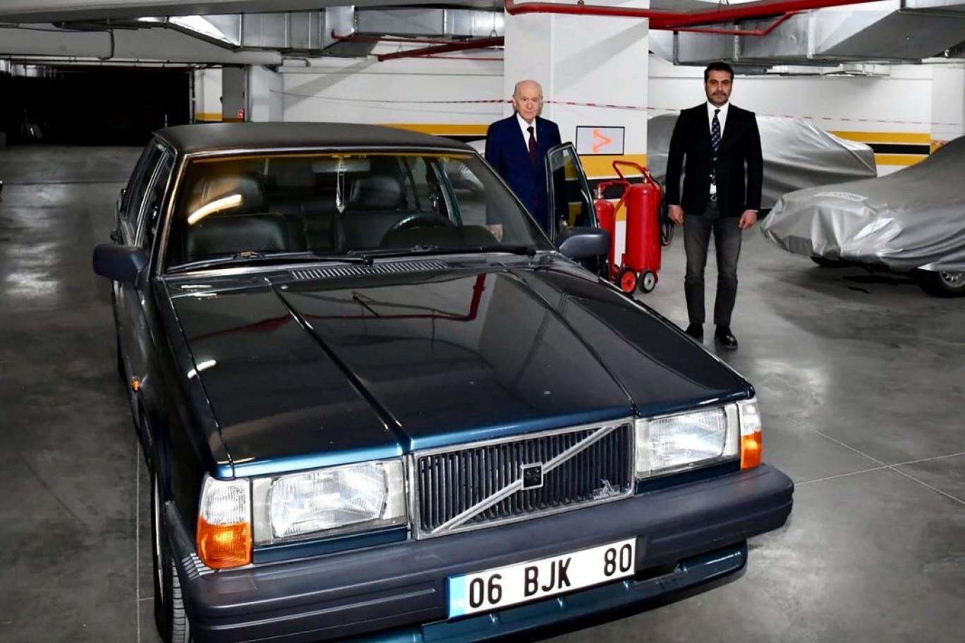 MHP lideri Bahçeli, 'BJK' plakalı aracını hediye etti