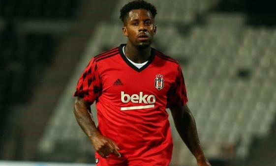 Transferde 3 futbolcu elde kaldı