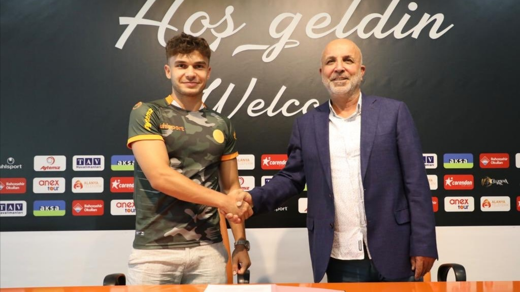 Beşiktaş, Ahmet Gülay'ı Alanyaspor'a kiraladı