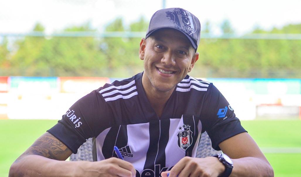 Josef'in transferi her geçen gün karışıyor
