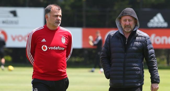 Beşiktaş'ta hedef sağ bek ve golcü