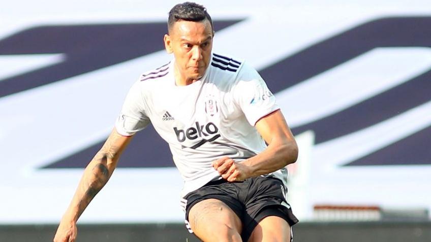 Beşiktaş'ta yeni lider Josef de Souza