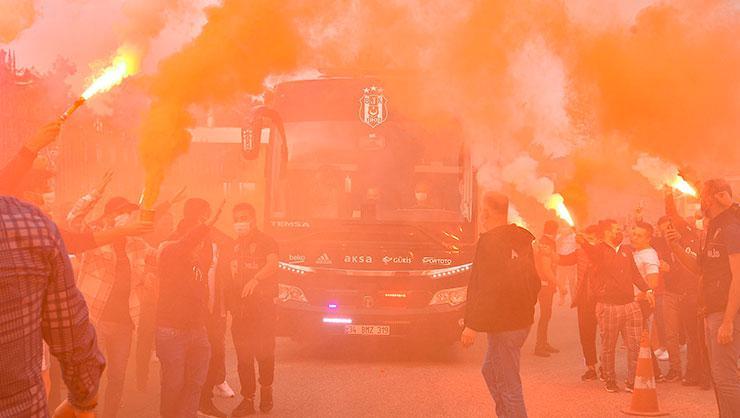 Beşiktaş, Denizli'ye gitti! Taraftarlar takımı coşkulu bir şekilde uğurladı