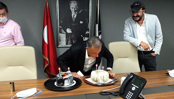 Beşiktaş'ta Başkan Ahmet Nur Çebi'nin doğum günü kutlandı