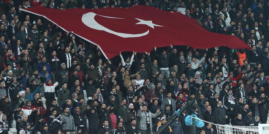 """Vodafone Arena'da """"Mustafa Kemal'in askerleriyiz"""" sesleri"""