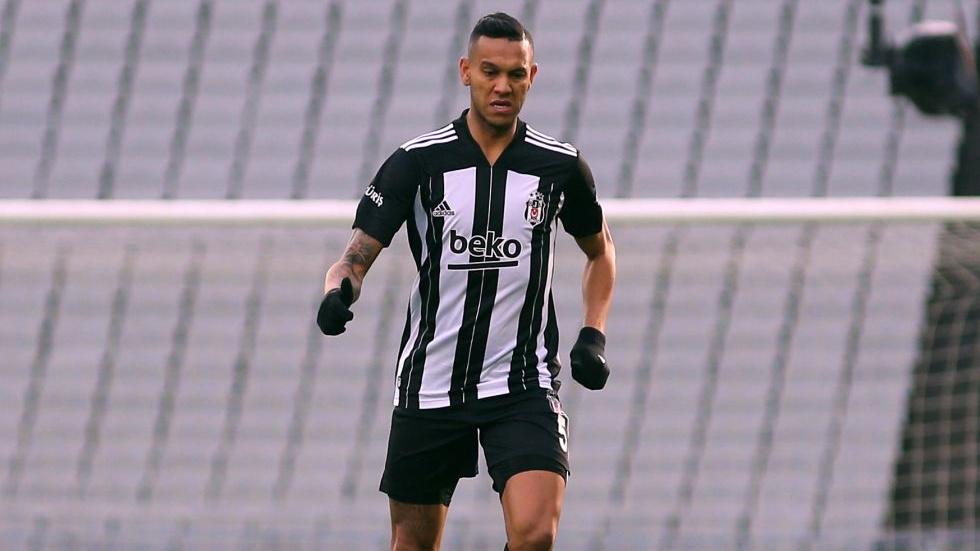 Beşiktaş, Josef ile sözleşme yeniledi