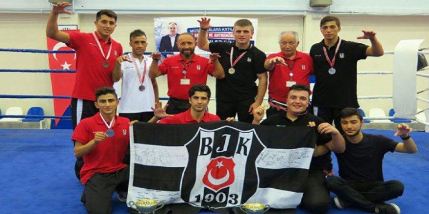 Beşiktaş Boks Takımı'ndan 4 derece