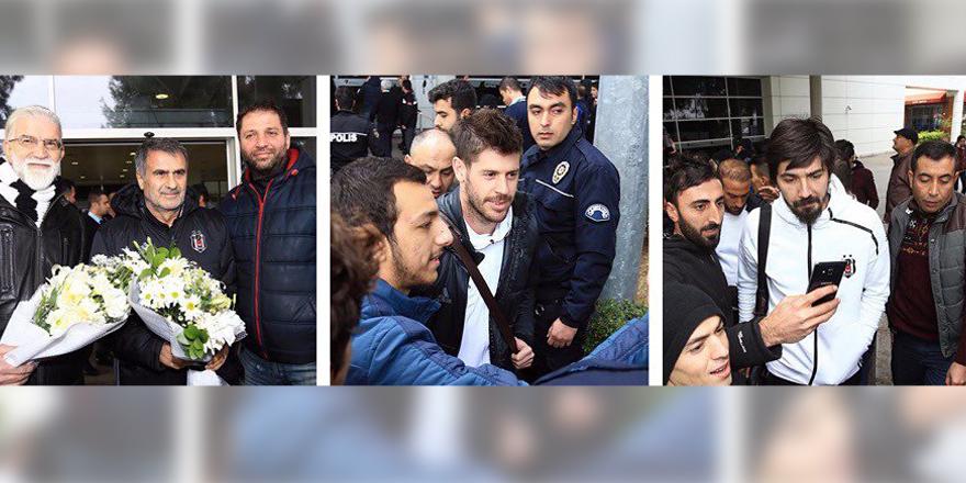 Beşiktaş, Antalya'da çiçeklerle karşıladı!