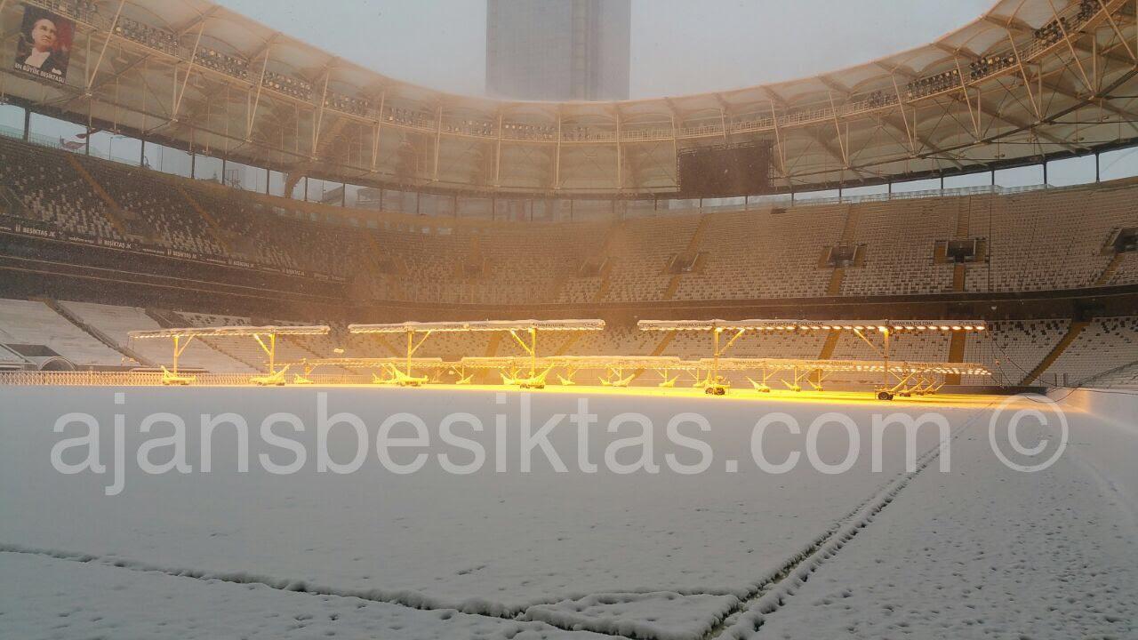 Vodafone Arena karlar altında