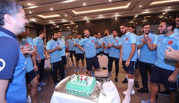 Caner'e sürpriz doğum günü