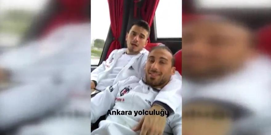 Cenk ve Oğuzhan'ın yolculuk şarkısı (VİDEO)