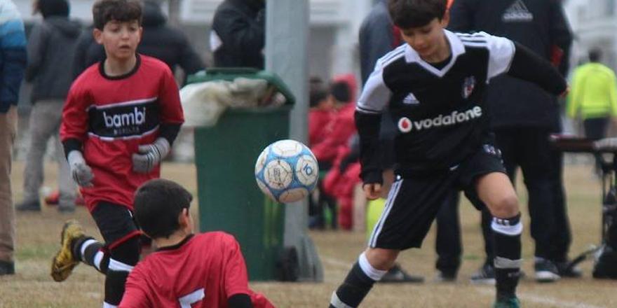 Beşiktaş'ın maçında başlama vuruşunu şehidin oğlu yaptı