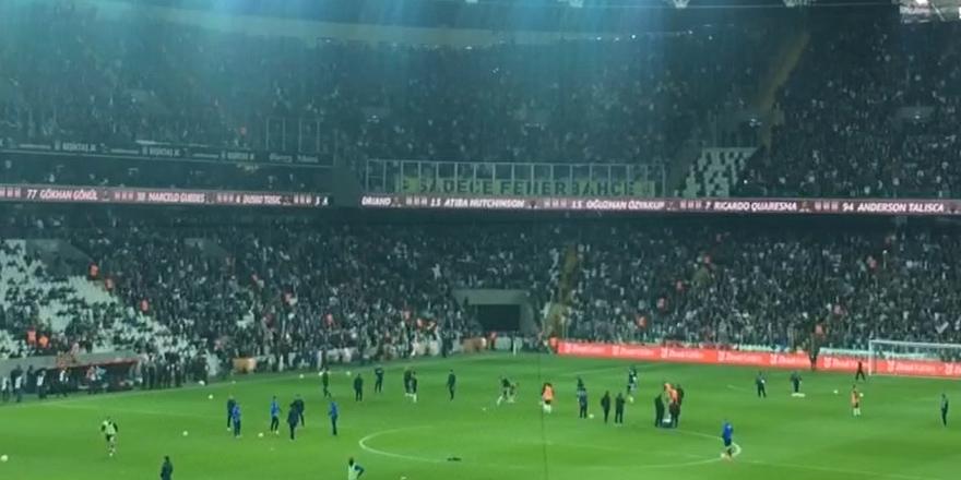 """Vodafone Arena'da """"Gel gelinim"""" şarkısı (VİDEO)"""