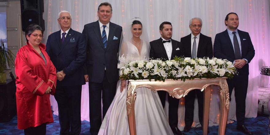Şampiyonluk kutlaması gibi nikah töreni