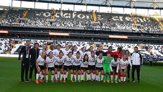 Beşiktaş Kadın Futbol Takımı, 8 Mart'ı Vodafone Arena'da kutladı