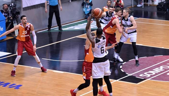 Beşiktaş, G:Saray'ı devirdi: 90-84