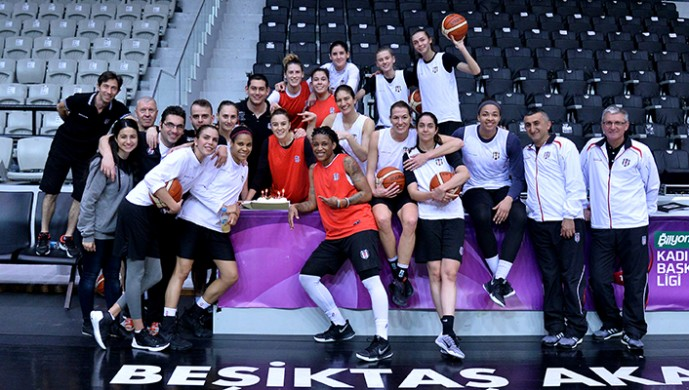 Beşiktaşlı basketbolcuya doğum günü kutlaması