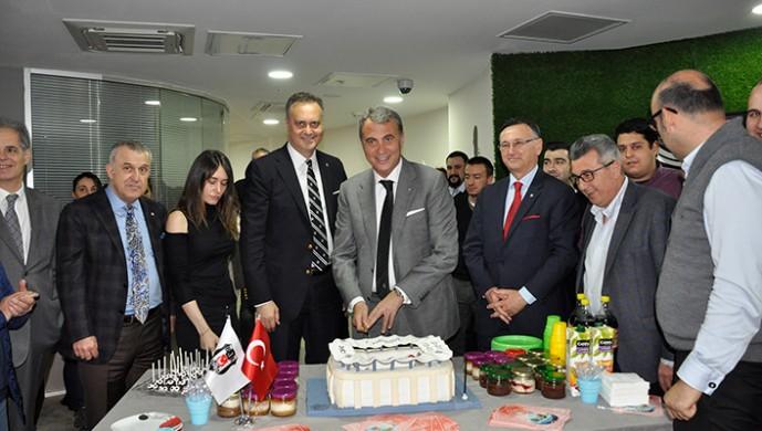 Vodafone Arena'ya pastalı kutlama