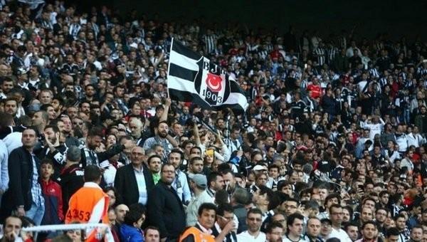 Beşiktaş taraftarı yapar, diğerleri peşinden gelir!