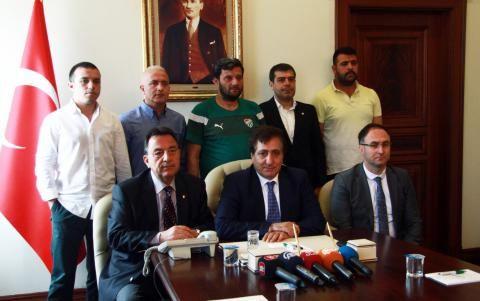 Bursa Valisi tribün liderleriyle görüştü