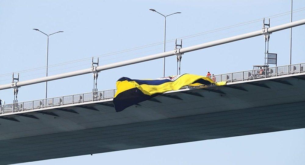 Köprüye asılan bayraklar kaç gün duruyor?