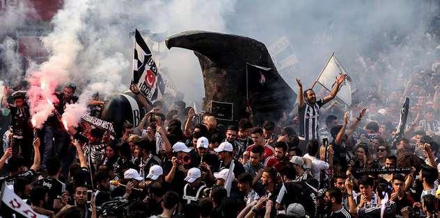 Beşiktaş taraftarı renkli tabela istemiyor!