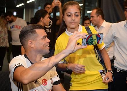 ÖZEL | Fenerbahçeli taraftarın Pepe ile fotoğraf çekilmesinin ilginç hikayesi