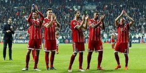 Bayern Münihli oyuncular Beşiktaş taraftarını selamladı!