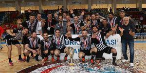 Beşiktaş Mogaz düzenlenen törenle Türkiye Kupası'nı aldı