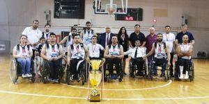 Beşiktaş RMK Marine Süper Lig İkinciliği kupasını aldı