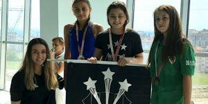 Kapalıçarşı Beşiktaşlılar Derneği'nden Şevval Bilmiş Yüzme Kupası'nda şampiyon oldu!