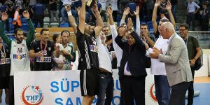 Beşiktaş Mogaz Süper Kupa'yı törenle aldı