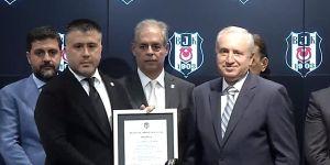 Beşiktaş'ta mazbata töreni yapıldı! Başkan Fikret Orman ve yeni Yönetim Kurulu mazbatalarını aldılar (VİDEO)