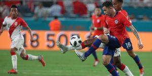 Enzo Roco'nun kendi kalesine gol attığı karşılaşmada Peru, Şili'yi 3-0'la geçti!