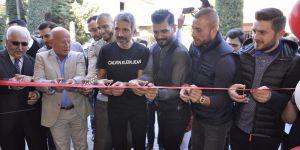 Beşiktaşlı futbolcuların kuaförü yeni berber dükkanı açtı! Açılışa siyah beyazlı futbolcular katıldı
