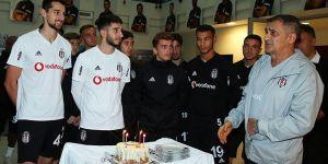 Mertcan Açıkgöz'a tesislerde doğum günü kutlaması
