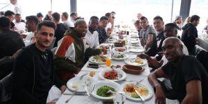 Ahmet Kavalcı, futbolcularla bir araya geldi