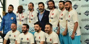 Ahmet Dursun şöhretler takımıyla sahaya çıktı