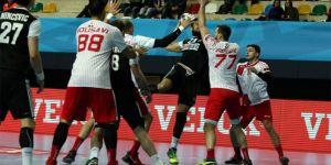 Beşiktaş Mogaz, Dinamo Bükreş'i 29-27 mağlup etti