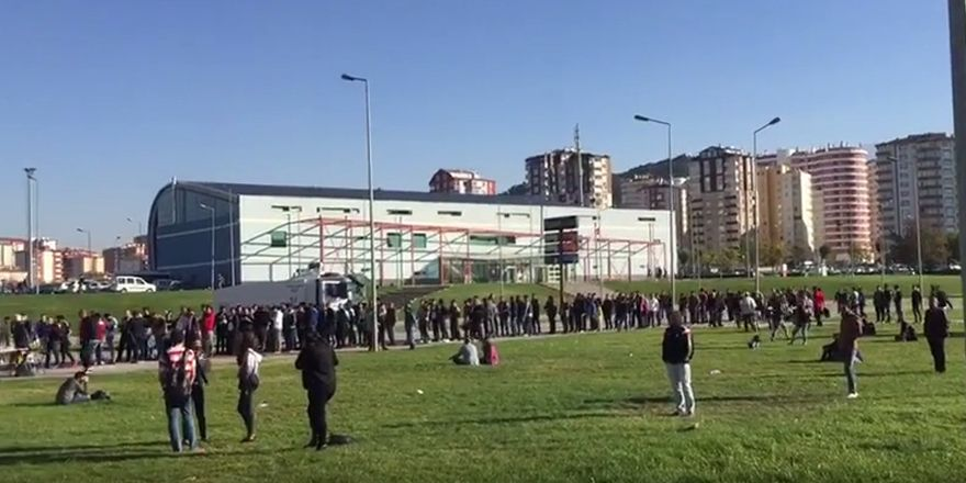 Beşiktaş taraftarı Kadir Has Stadı'na giriş yaptı